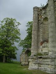 Ruines du château de Montceaux les Meaux