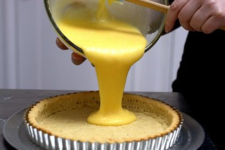 pouring the filling