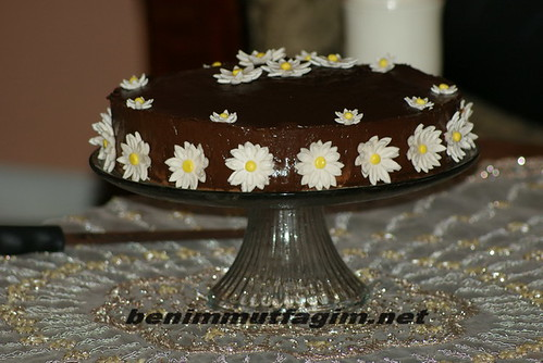 "cikolatali papatya pasta(nur ""s "" b "" day cake) by you."