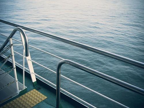 배에서 찍은 바다.