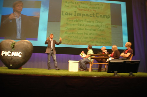 Philip Rosedale (former CEO of Linden Lab, founder of Second Life) is explaining about Burning Life to an audience of hundreds at PicNic Festival in Amsterdam, sept. 24, 2008.