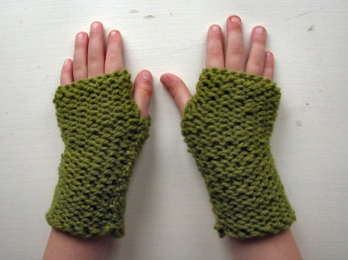 Fingerless mitts for little hands