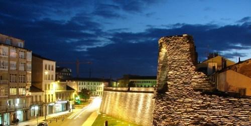 Anochece en la muralla de Lugo