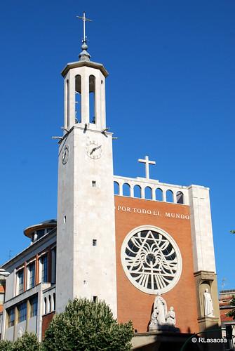 Fachada de la Iglesia de San Francisco Javier, entre la calle Olite y la Avenida de la Baja Navarra.