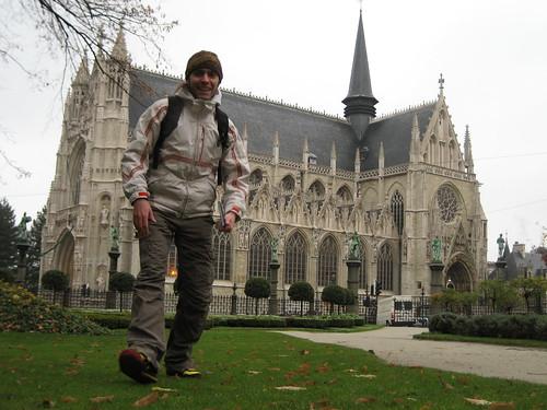Día 3: Bélgica (Bruselas: Palacio Justicia, Le Sablon, Iglesia Notre Dame, Place y Palais Royal, Parlamento, Catedral, etc. Brujas: Begjinhof, Iglesia Nuestra Señora, Catedral, Grote Markt, Campanario, Burg, Basílica Santa Sangre, etc).