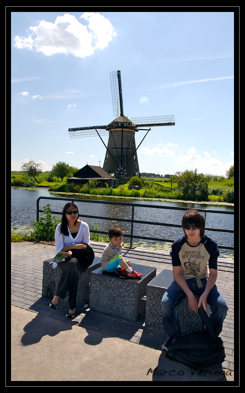 Beauty of a day, beautyful people and 2 real Hongkies out of place in Kinderdijk