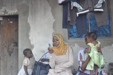 Mother with kids - Photo : ICT4D.at
