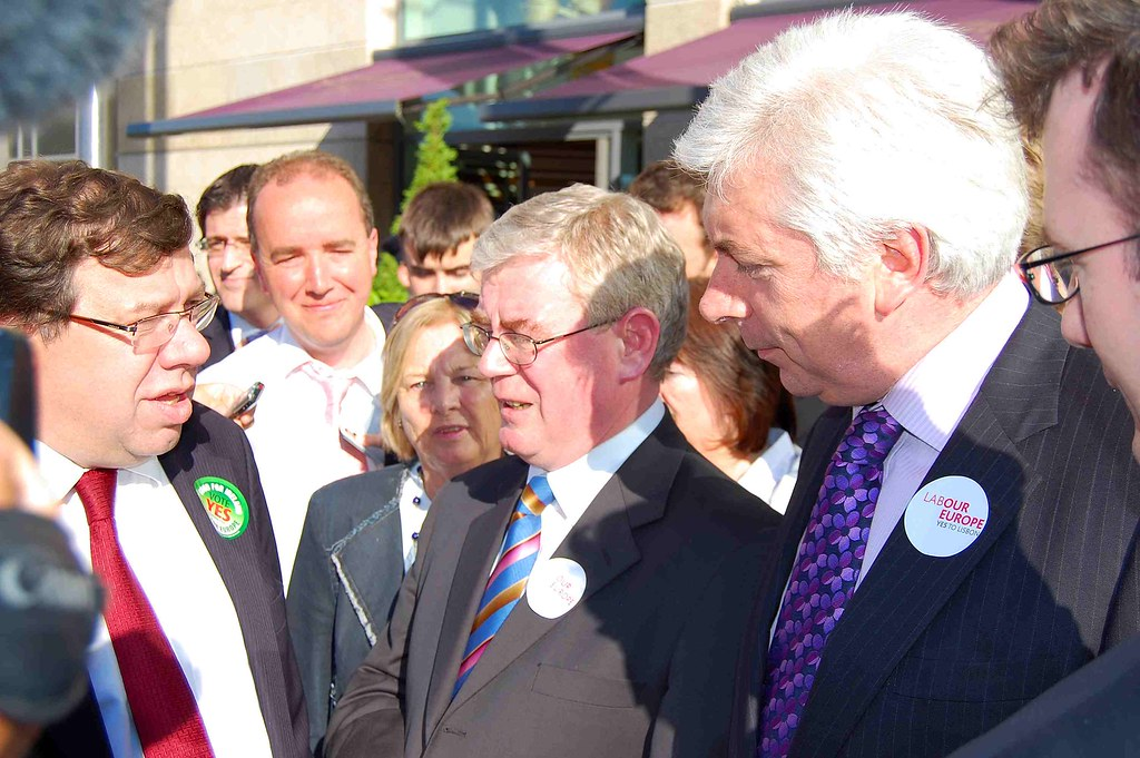 Alex (Right) speaks with Taoiseach Brian Cowen (Left) and Labour Leader Eamon Gilmore (Centre) at Dundrum