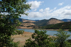 A scenic view of Southern Oregons beautiful Emigrant Lake