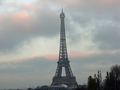 Eiffel tower, seen from Pont Beaugrenelle