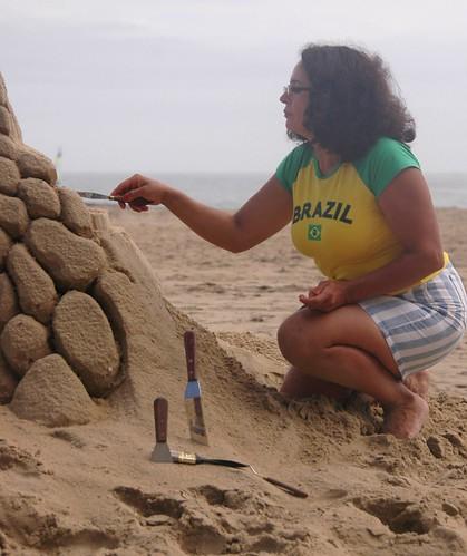 artist sandsculting at Neptune Festival Virginia Beach