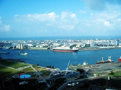 高雄港日景之一。