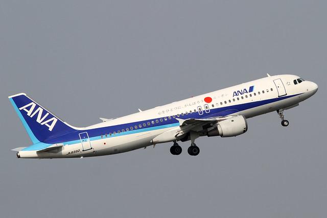 ANA A320-200(JA8392)