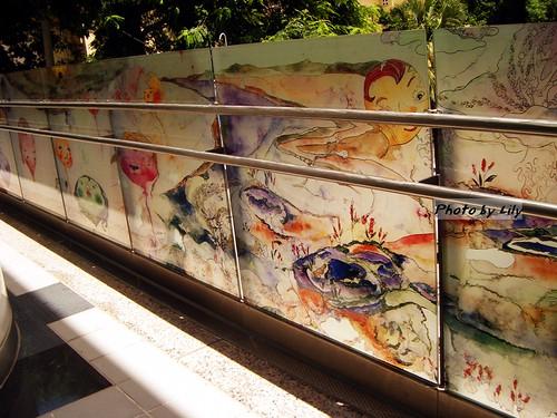 高捷橋頭糖廠站的彩繪玻璃。
