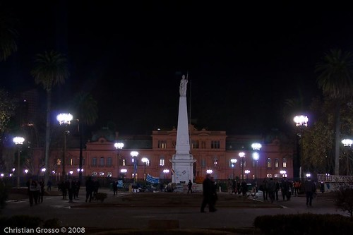 "Alrededores de Plaza de Mayo Night • <a style=""font-size:0.8em;"" href=""http://www.flickr.com/photos/20681585@N05/2632333047/"" target=""_blank"">View on Flickr</a>"