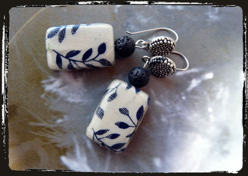 Orecchini bianco neri - Black and white fabric earrings IBFABL