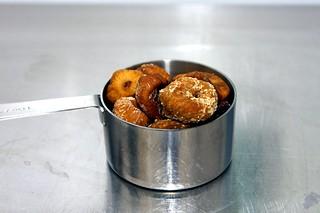 sad, dried figs