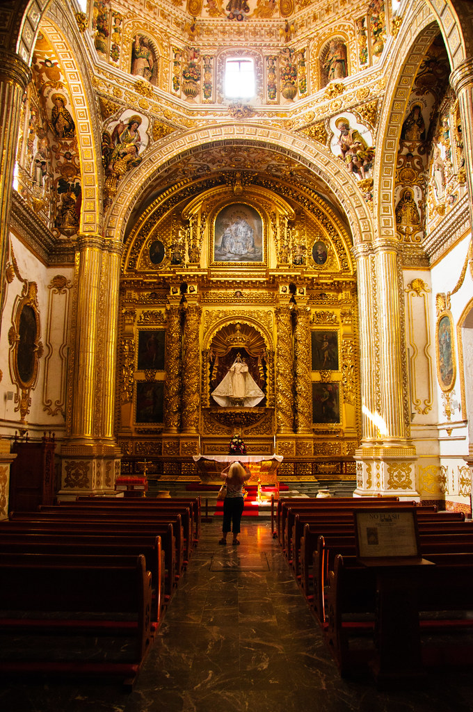 Inside the church of Santo Domingo