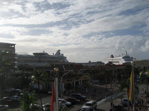 Cruise ships in Aruba