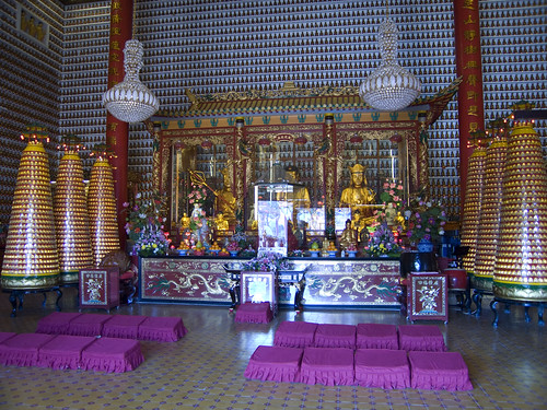 The Temple - and 10,000 Buddhas!