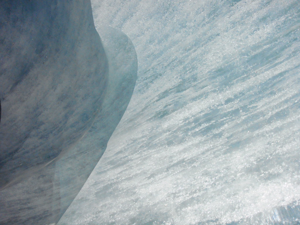 Cueva de hielo bajo del Glaciar Mer de Glace