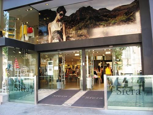 Sfera Tienda Ineficiente. En pleno mes de junio puertas abiertas Avda. Gran Capitan, Córdoba.