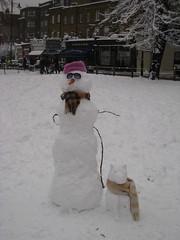 Cooler Schneemann mit Hund