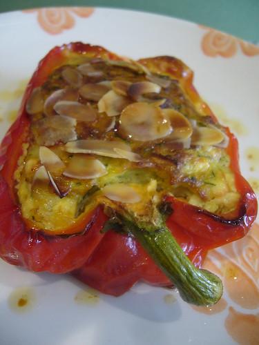 Peperoni farciti con zucchine e mandorle