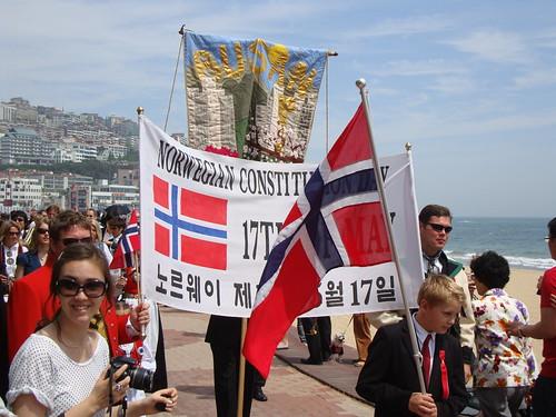 Feiringen av grunnlovsdagen i Busan by Jens-Olaf
