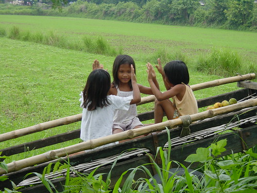 young girls playing a traditional hand game, rural scene Philippines Buhay Pinoy  Filipino Pilipino  people pictures photos life Philippinen  aimee suzie jose marie romeo
