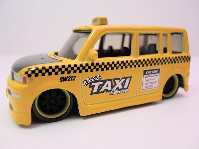 maisto allstars elite transport '57 chevy transport scion xb taxi (5)