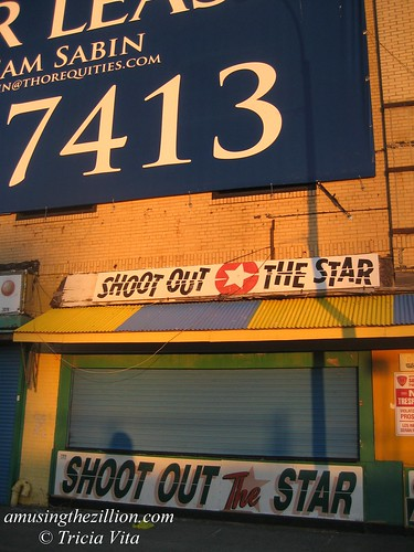 Henderson Building: Thor Equities banner dwarfs shuttered Shoot out the Star. Photo © Tricia Vita//me-myself-i via flickr