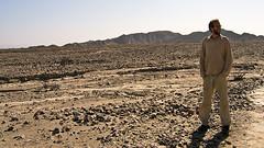 Da stehen wir nun: Bus im Eimer, wir in der Wüste Nascas.