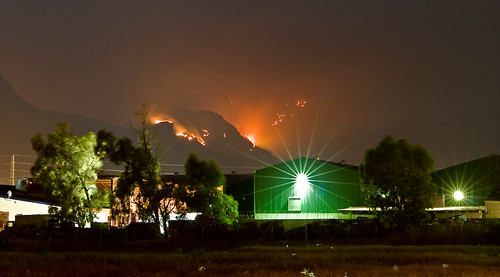 Fire on the Helderberg above Somerset West