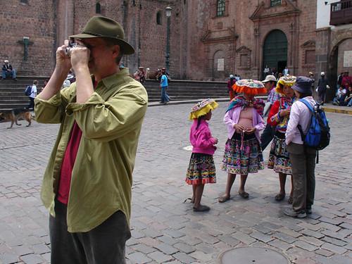 El turismo a espaldas de la realidad local.