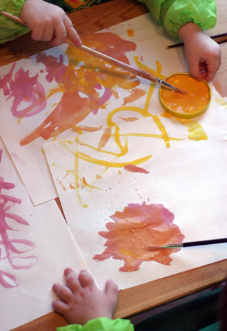 toddlers painting