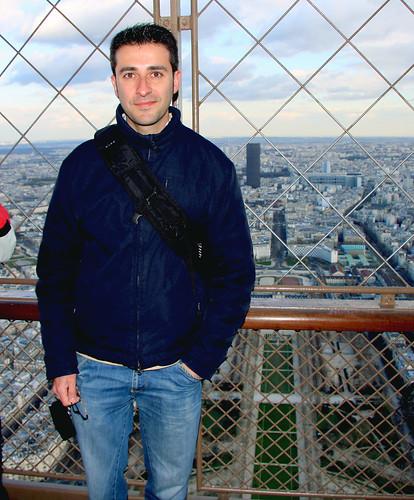 David en lo alto de la Torre Eiffel