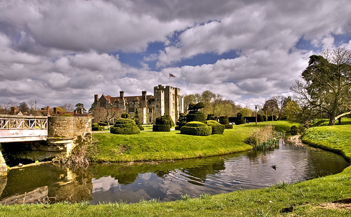 Hever Castle: Photo by Sez D onFlickr ( Click image)