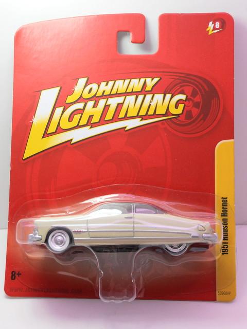 johnny Lightning 1951 hudson hornet cream (2)