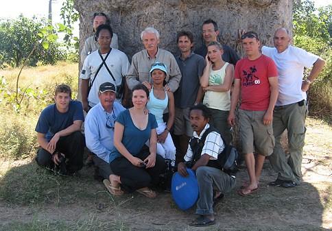 « La Terre vue du ciel » et l'équipe de Morondava