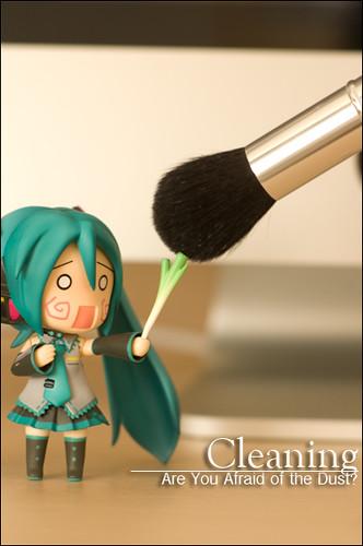 Miku battles the make-up brush!
