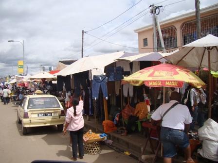 Malagasy street sellers (by Ariniaina)