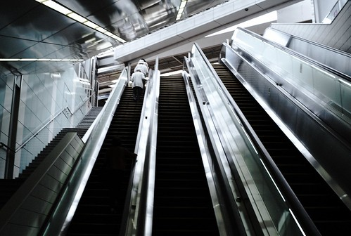 地下から駅へ