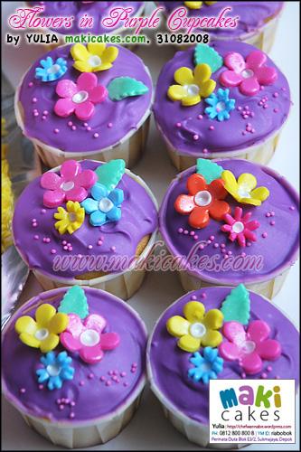 Flowers in Purple Cupcakes_ - Maki Cakes