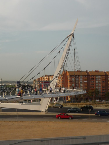 The pedestrian bridge from Zaragoza trainstation to the Expo 2008