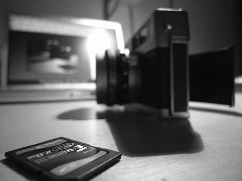 Ricoh GX100, f2.5, 1/26, 5.1mm, ISO400, B&W JPEG Unprocessed