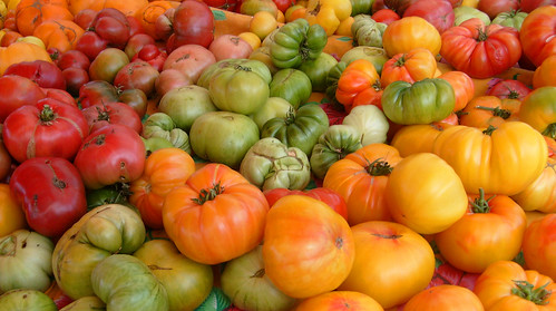 Foto Heirloom Tomatoes at the Farmers Market by Jill Clardy