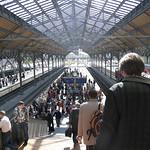 gefüllter Bahnsteig