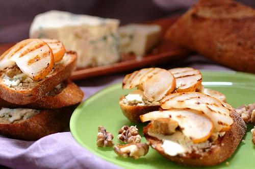 Gorgonzola and Pear Bruschetta