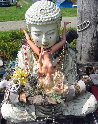 20080702 - X-Day - 160-6020 - defiled pagan mini-shrine